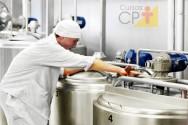 O que diz a IN77 sobre o armazenamento do leite na propriedade?