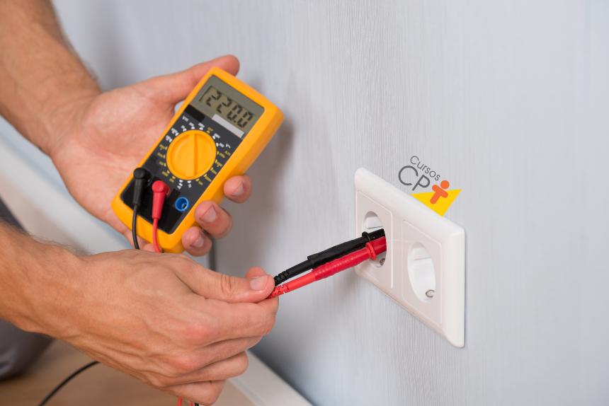 Fazendo curso de eletricista? Conheça o Multímetro   Artigos Cursos CPT