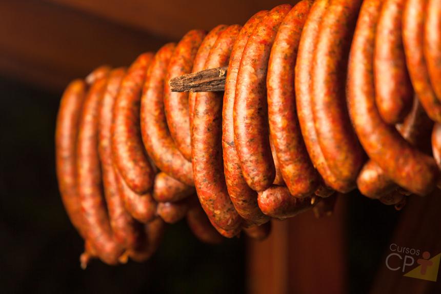 Para defumar alimentos basta colocar na fumaça. Certo ou errado?   Dicas CPT