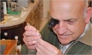 Na arte de fabricar joias são nas suas várias etapas são usados equipamentos e materias espécificos.