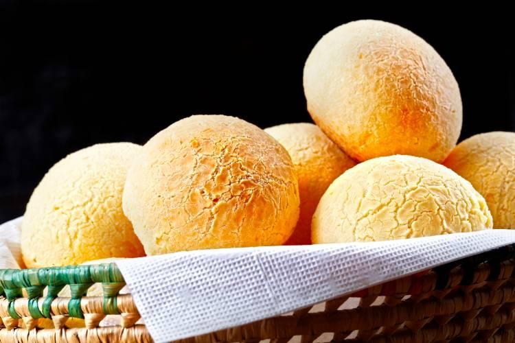 3 receitas de pão de queijo para congelar, vender e lucrar