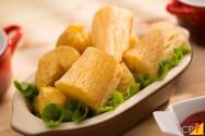 Mandioca: aprenda a fazer entrada, prato principal e até sobremesa com essa raiz saborosa