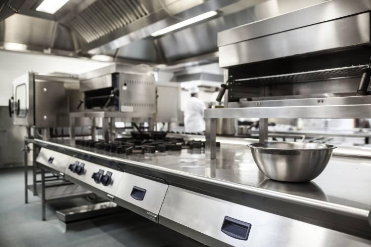 Cozinha industrial: estrutura e equipamentos