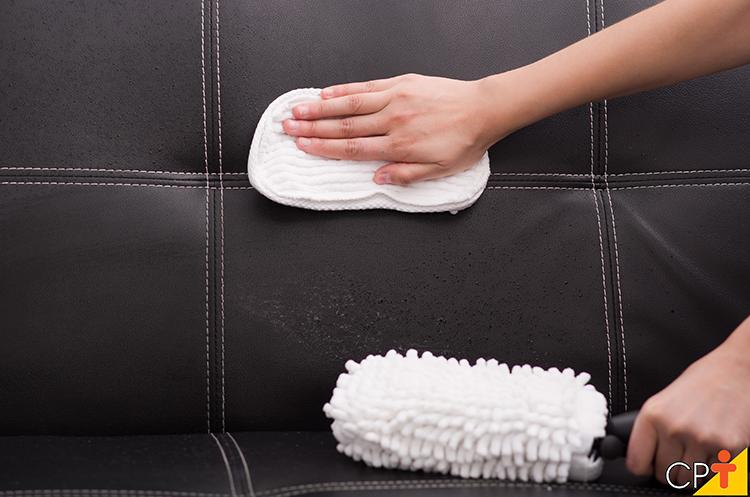 Limpeza de sofá - imagem meramente ilustrativa