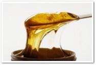 Os egípcios foram os primeiros a utilizar o extrato de sândalo, argila e a cera de abelhas, ingredientes que dariam origem à depilação com cera, que é usada até hoje.