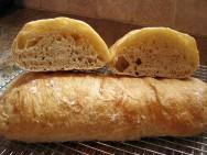 O ciabatta pode ser recheado, consumido com fondues ou usao no preparo de sanduíches.