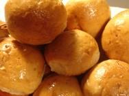 O pãozinho de batata é uma ótima variação das receitas de pão, tradicional na mesa dos brasileiros.
