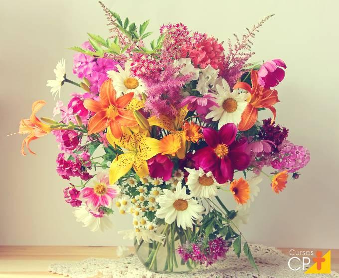 Como conservar flores de arranjos e buquês por mais tempo
