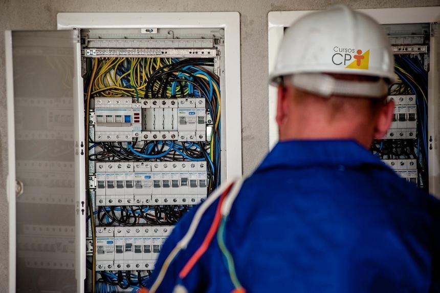 Eletricista? Conheça a importância do barramento elétrico   Artigos CPT