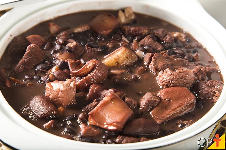 Feijoada: prato típico brasileiro - Imagem ilustrativa