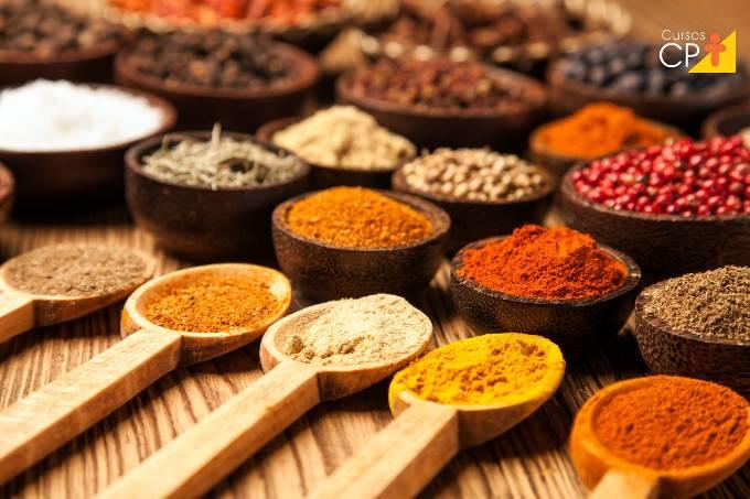Quais as propriedades benéficas do curry?