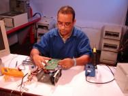 Ele contribui na manutenção, na busca e na elaboração de soluções tecnológicas inteligentes.