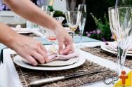 Como arrumar a mesa para os convidados