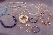 Que tal complementar sua renda confeccionando bijouterias?