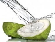 Cabelos ressecados e sem brilho? Use água de coco