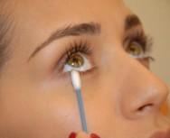 Como tirar borrão na maquiagem