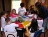 Pais buscam por escolas infantis com professores capacitados e ensino diferenciado