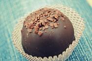 Faça trufas de chocolate para a Páscoa