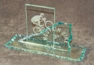Pode-se produzir troféus, copos, cinzeiros, espelhos, relógios de mesa e parede