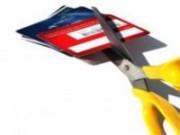 Para evitar o risco de se endividar diminua o número de cartões de crédito.