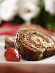 Aprenda a receita de rocambole de chocolate e coco