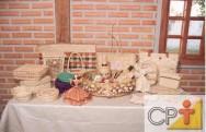 A produção de objetos de arte populares, como os confeccionados com a palha de milho, é um meio fácil e rentoso para complementar a renda mensal