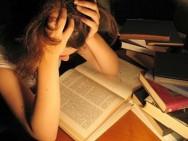 Pesquisa mostra que ficar acordado para estudar não dá resultado