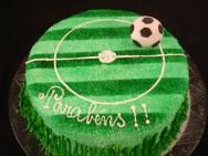 Saiba como fazer um bolo decorado de campo de futebol