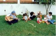 Música é uma forma de entreter as crianças