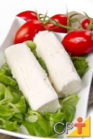 Os queijos feitos com leite de ovelha têm sabor forte.