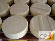 Em Portugal, mantêm-se a tradição de queijos artesanais processados em pequenas terras.