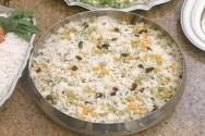 Muito apreciado por diferentes paladares, o arroz à grega é um prato simples e prático de fazer