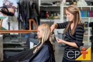 Especial de fim de ano: como preparar os cabelos para um penteado