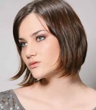 Para cada formato de rosto, existem opções de cortes e penteados que  realçam o seu tipo. Foto  reprodução facafd4aad