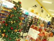 Aprenda Fácil Editora: Rede de Supermercados Atraem Consumidores com Alimentos Diferenciados e Decorados a Enfeites de Natal