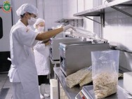 Manipuladores de alimentos: regras de higiene pessoal