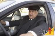 O motorista deve dirigir sempre com uma expressão séria, porém simpática