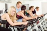Uma pessoa procura uma academia por uma série de motivos: deseja enrijecer ou definir os músculos, perder ou ganhar peso, melhorar a postura, a aparência, buscar melhor relacionamento social, por indicação médica ou para prevenir doenças