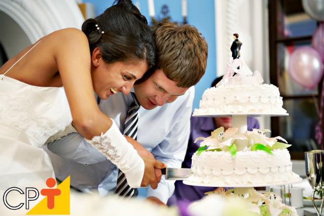 Pasta americana - passos para montar e cobrir bolos redondos e retangulares   Artigos Cursos CPT