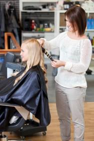 Se a cabeleireira for bem treinada, estará apta para tratar de qualquer problema que aparecer no seu salão e, com isso, terá destaque entre os demais profissionais da área