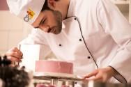 Decorador de bolos - uma atividade gratificante e uma profissão promissora