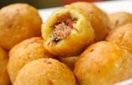 Culinária - Receita de bolinho de aipim com carne seca