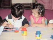 Nas instituições, a criança pode ser remanejada para outra turma, principalmente nas creches, em função da grande demanda por vagas