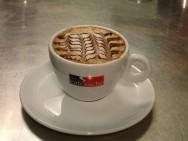 O espresso perfeito é aquela bebida em que se consegue extrair todos os óleos, os açúcares e o sabor do café, com um corpo e persistência no paladar, coberta por um creme cor de avelã, com nuances tigradas