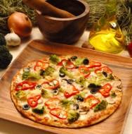 Atualmente, os consumidores preferem a praticidade de se assar pizza congelada na sua própria casa, ao invés de irem a pizzarias.
