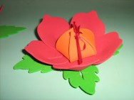 Como fazer uma flor porta-bombom com borracha EVA