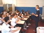 Se o professor exercita sua liderança e é bom no que faz, certamente, terá poucos problemas em dar uma aula show.