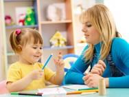 Quando a criança não puder pegar algum objeto ou realizar alguma atividade, não diga somente não, explique o porquê e dê escolhas à ela