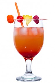 O coquetel é uma mistura de duas ou mais bebidas alcoólicas ou não alcoólicas