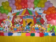 O ideal é ter pelo menos quatro ou cinco festas prontas e montadas.